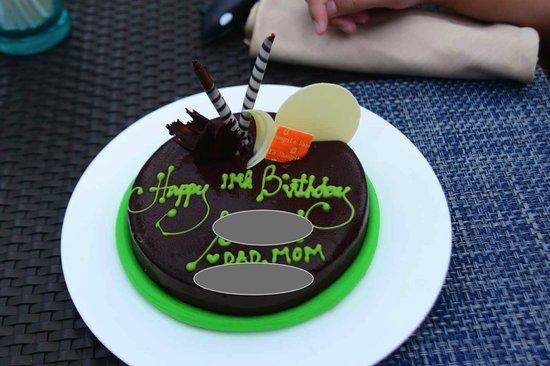 Shangri-La's Boracay Resort & Spa: birthday cake