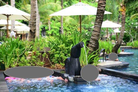 Shangri-La's Boracay Resort & Spa: poolside