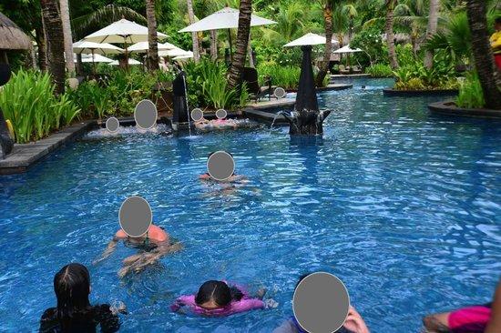 Shangri-La's Boracay Resort & Spa: pool area
