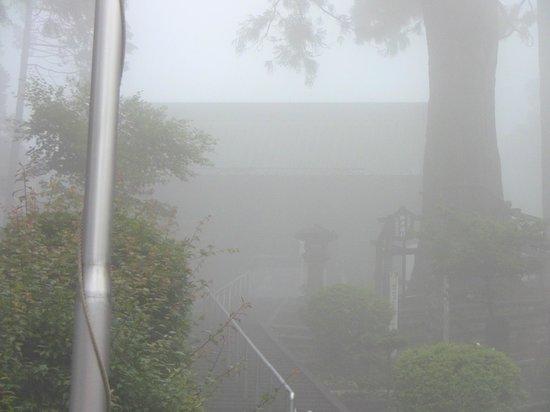 Mt. Minobu Ropeway : 霧の中の奥ノ院