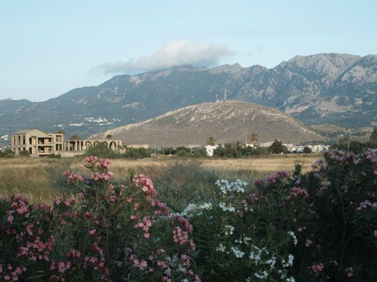 Caravia Beach Hotel: widok na góry z drogi do marmari