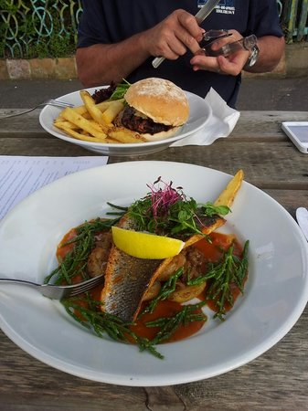The Globe Inn Restaurant: Mains - Sea Bass
