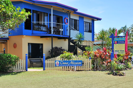 Onna Mission Beachfront Apartments: Love or beachy colours
