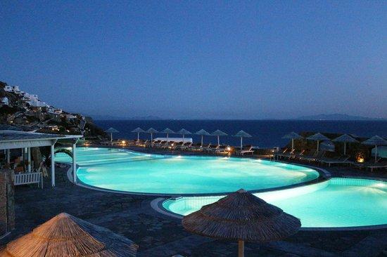 Royal Myconian Resort & Thalasso Spa Center: piscine