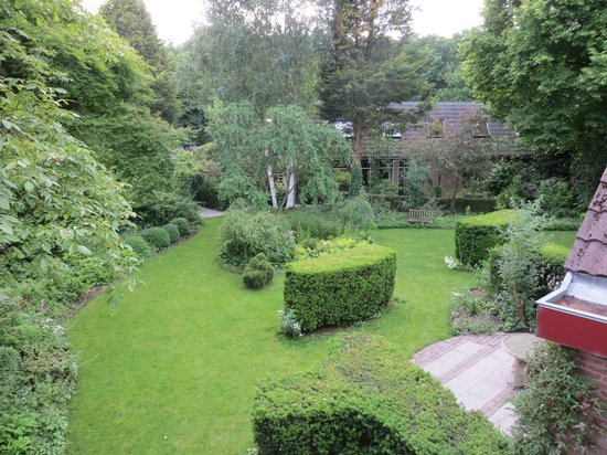 Hostellerie Schuddebeurs : The garden from our room