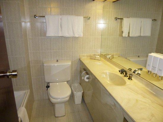 Metro Aspire Hotel Sydney: Bathroom