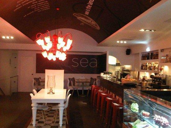 Dazur Restaurant Cocktail Bar : Inside