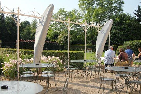 Hotel le Clos : Sunny terrace in the garden
