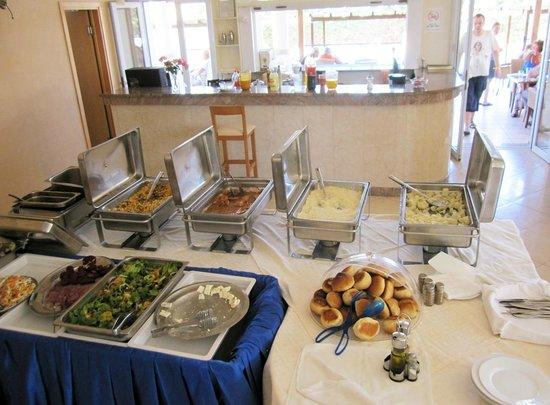 Thinalos Hotel Apartments: Скудный обед / ужин. Это ВСЕ !