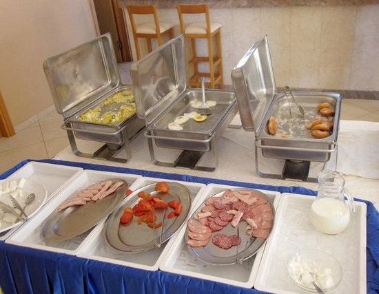 "Thinalos Hotel Apartments: ""Богатый"" завтрак."