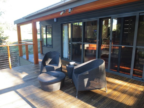 Cedars Mount View: Back verandah