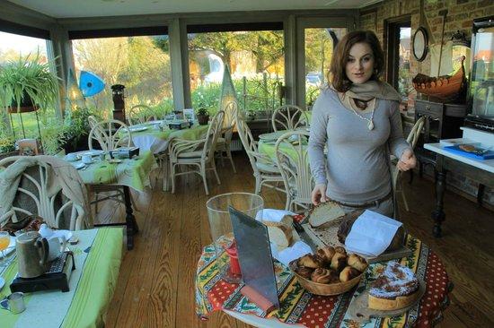 Hotel De Stokerij: salle de petit déjeuner