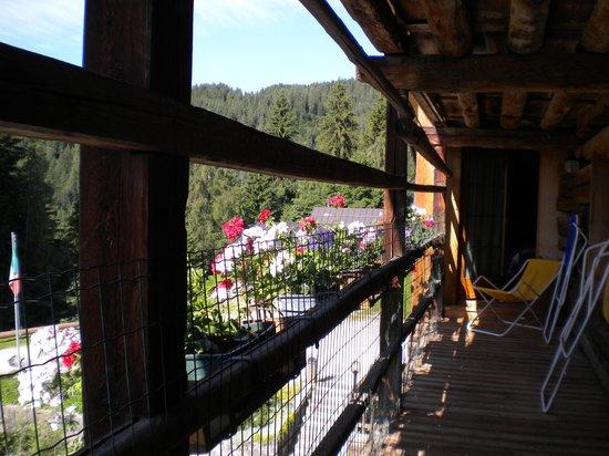 Piccola Baita: Penorama dal balcone dell'edificio antico