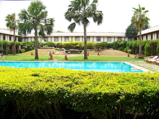 Trident, Agra: pool side view