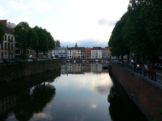 Bed in Gent: walking back to B&B from the historic town