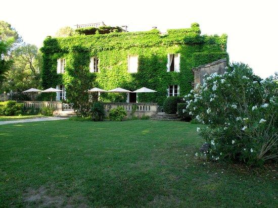 Manoir des Sources : Hotel vom Garten aus gesehen