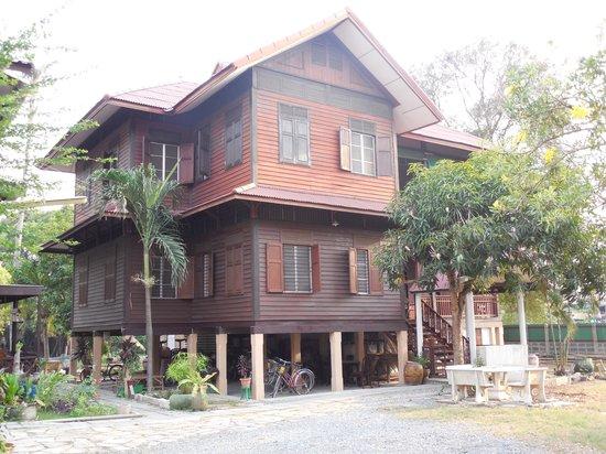 Baan Lotus Guest House : Traum in Teak