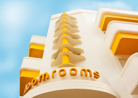 bloomrooms @ New Delhi Railway Station: Art deco design @ bloomrooms