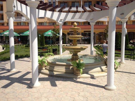 Royal Sun Apartments: Grounds