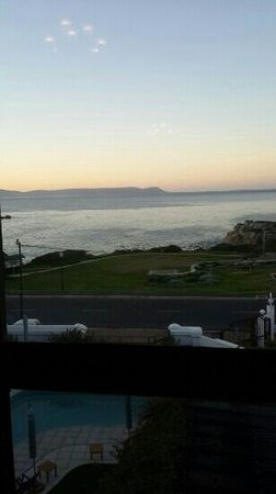 Misty Waves Boutique Hotel Hermanus: View from restaurant at breakfast