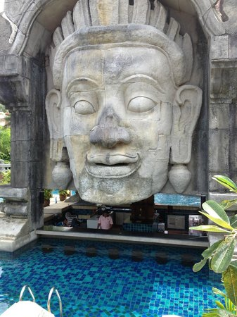 Phuket Orchid Resort & Spa: Swim up bar