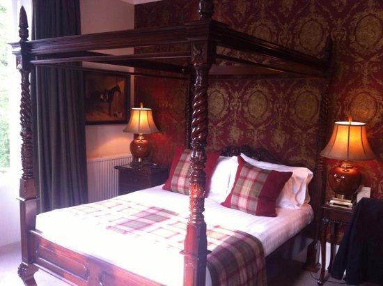 Knockendarroch Hotel & Restaurant: 4 poster bed
