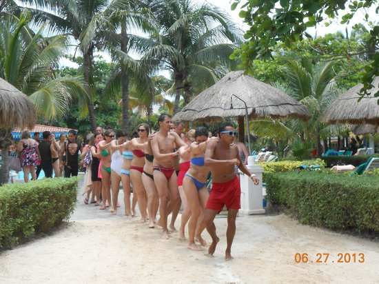 Hotel Riu Playacar : Dancing on the Beach