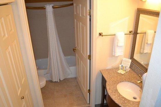 Homewood Suites by Hilton Jacksonville Deerwood Park: Bath/dressing area