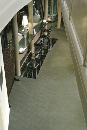 Flight Restaurant: Unique atrium adjacent to Flight Cafe and Restaurant