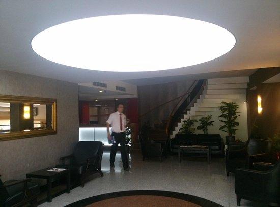 Kordon Otel Alsancak: Foyer