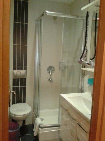 Taksim Plussuite Hotel: Bathroom