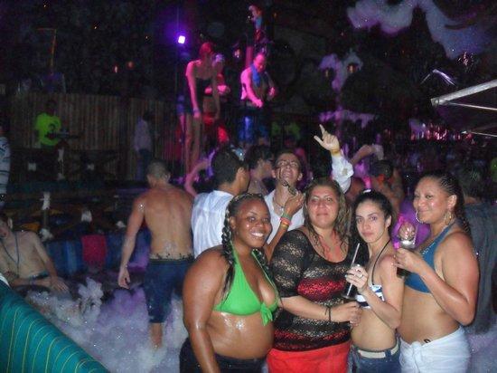 Zoo Nightclub: zoo bar