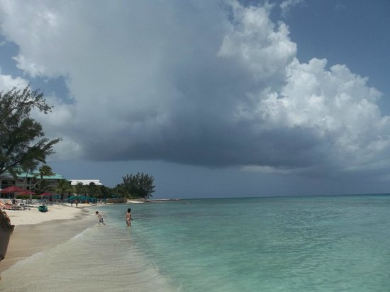 7 Mile Beach Resort and Club: Passing showers...over in a flash