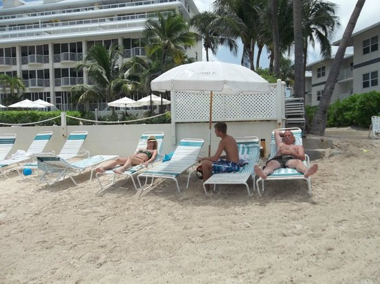 7 Mile Beach Resort and Club: Small beach but rarely crowded