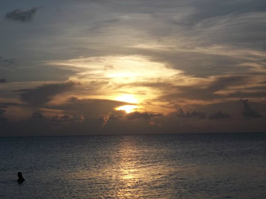 7 Mile Beach Resort and Club: Every night a unique and beautiful sunset