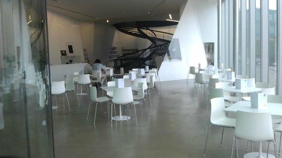 Aargauer Kunsthaus: Café im Eingangsbereich