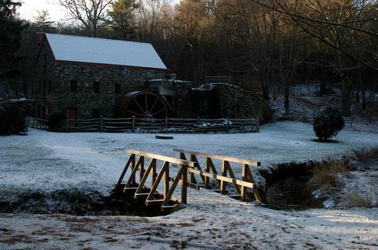 Old Grist Mill Museum: The Mill from the road