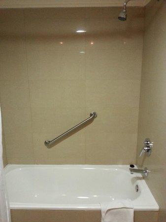 Diego de Almagro Valparaiso Hotel: Bath Tub