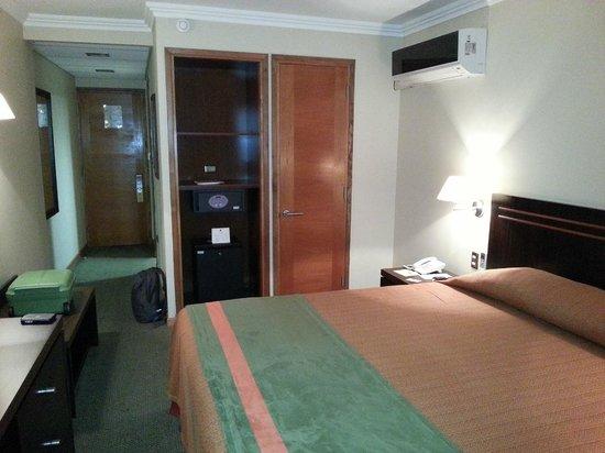 Diego de Almagro Valparaiso Hotel: Room Safe, Wardrobe, Minibar