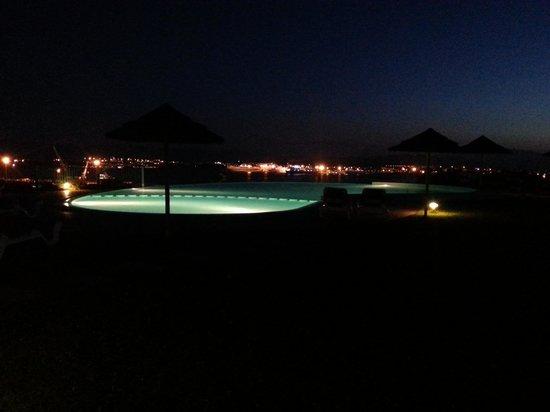 Alessandro Hotel: piscina di sera