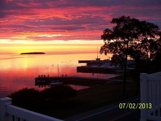 Edgewater Resort : Great Sunsets!
