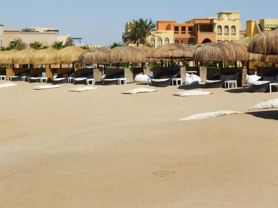 Moods Restaurant & Beach Club: Sun beds
