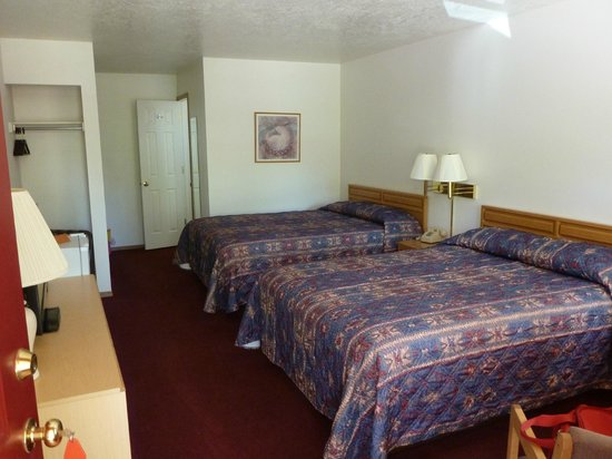 Austin's Chuckwagon Lodge and General Store: our room