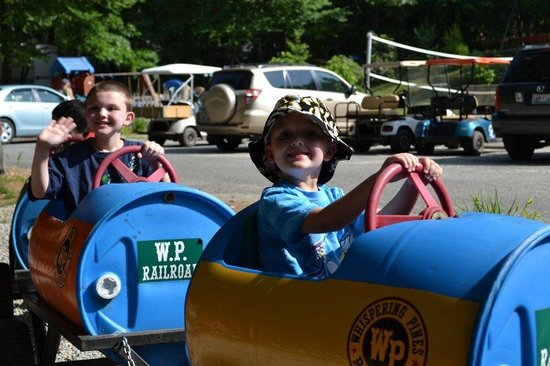 Whispering Pines Campground: Love the barrel train rides!!