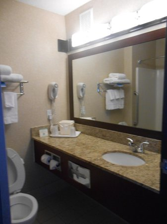 Comfort Inn & Suites North: Very Clean and Shiny