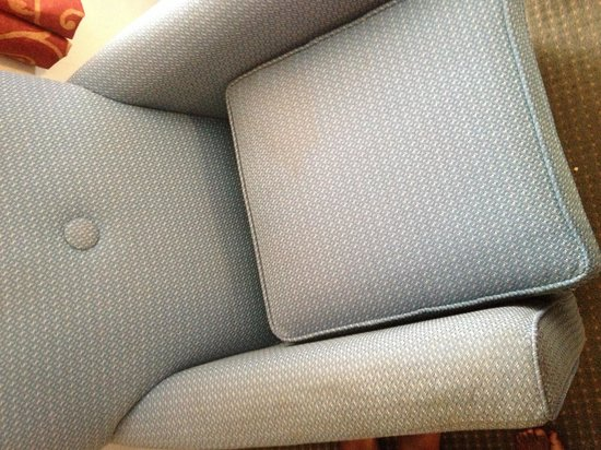 Quality Inn Norfolk Naval Base: Stained chairs