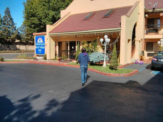 Americas Best Value Inn Mountain View: Entrada do hotel