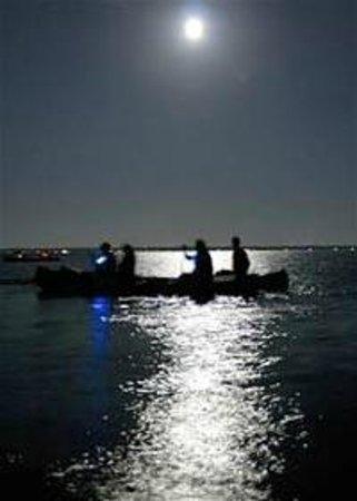 Kayak Marco: Paddling under the moon