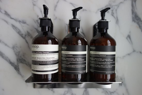 Hotel Thoumieux: Great smelling bath products