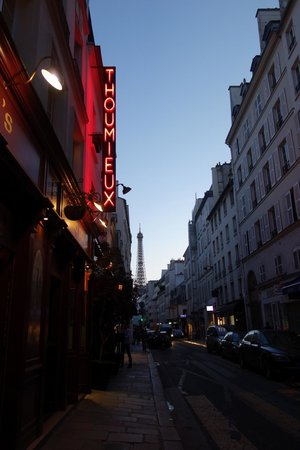 Hotel Thoumieux : Eiffel Tower down the street